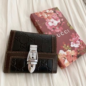 Gucci wallet women's dark brown leather buckle